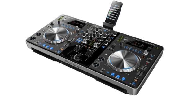 XDJ-R1-with-iPhone