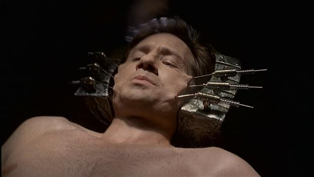 Mulder_in_the_ship
