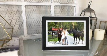 PhotoSpring Review: This Digital Frame Is An Eye-Catching Addition To Any Tech Lover's Home