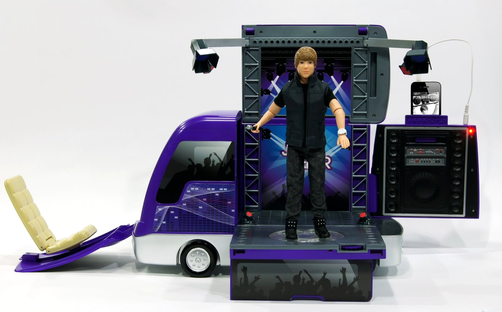 Justin Bieber Rockin Tour Bus and Concert Stage Has MP3