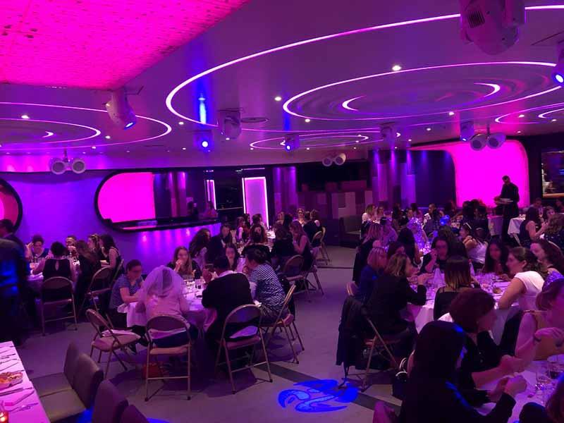 diner spectacle chippendales paris au restaurant du Vogue