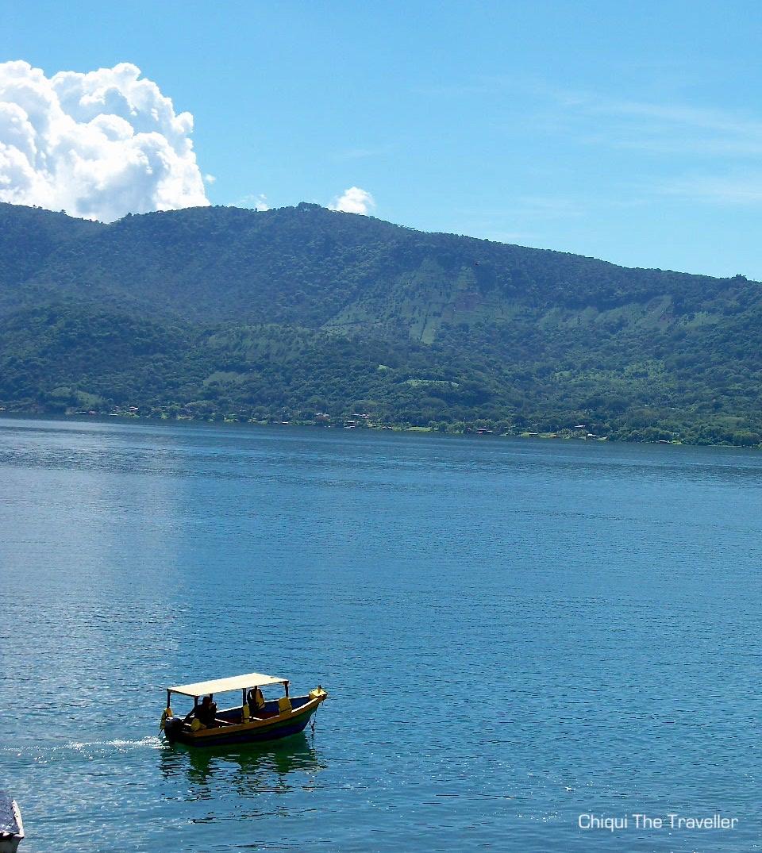 Lago Coatepeque barco