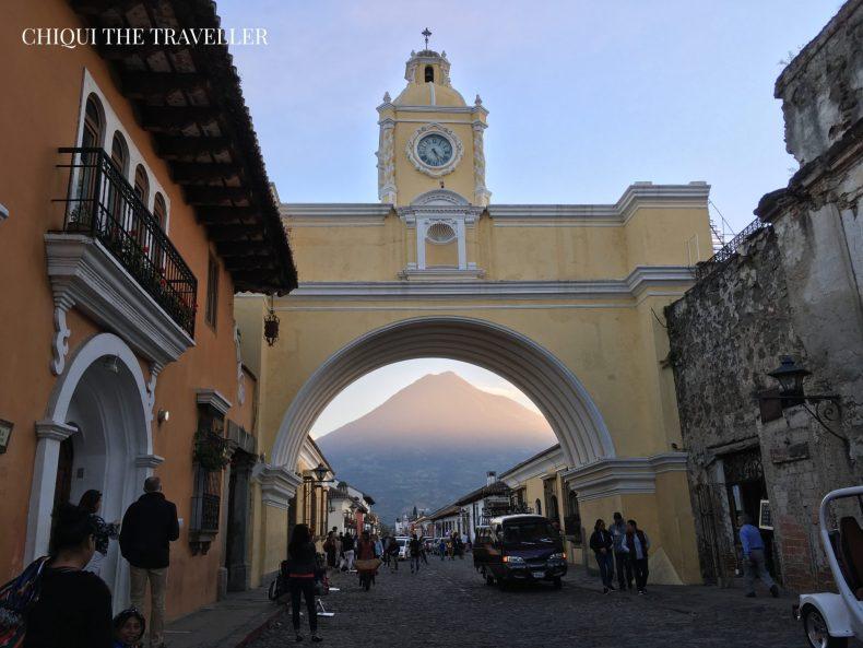Arco de Santa Catalina atardecer volcan de agua