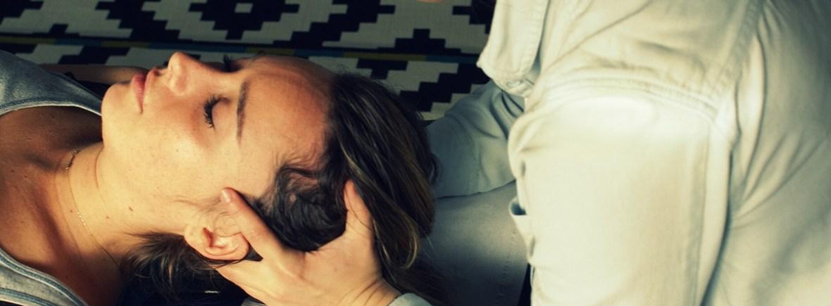 Le chiropracteur utilise des méthodes naturelles de soins pour soulager ses patients.