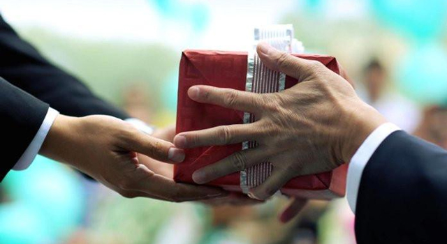 Importance Of Gift Giving In Business