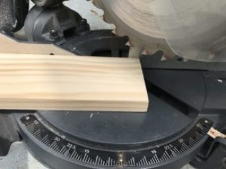 cutting angle for side piece of wood on miter saw