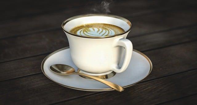 コーヒーカップとスプーン