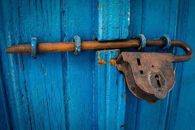 青い扉を閉じるための錆びた錠前