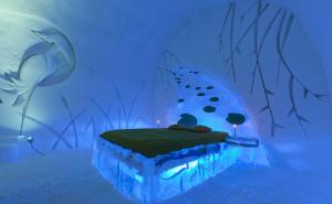 41230025. Québec.- El Hotel de Hielo de Québec, Canadá, el único en su tipo en América y que celebrará su XV aniversario, abrirá sus puertas el 3 de enero próximo para recibir durante tres meses a cientos de turistas y luego convertirse en un banco de nieve. NOTIMEX/FOTO/HOTEL DE GLACE/COR/HUM/