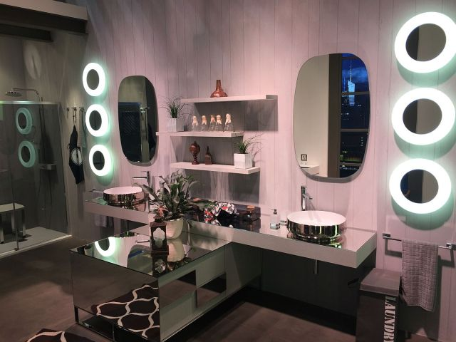Glittering-mirrored-bathroom-decor-and-vanity-designs-from-Inda