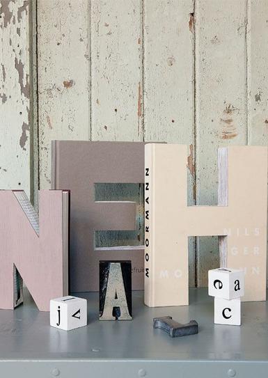 Riciclo-dei-libri-Lettering-di-design