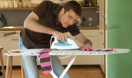 man-ironing-376334.jpg