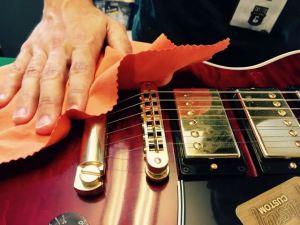 come.pulire.chitarra.elettrica