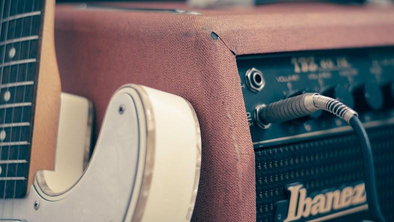 Come collegare la chitarra elettrica all'amplificatore