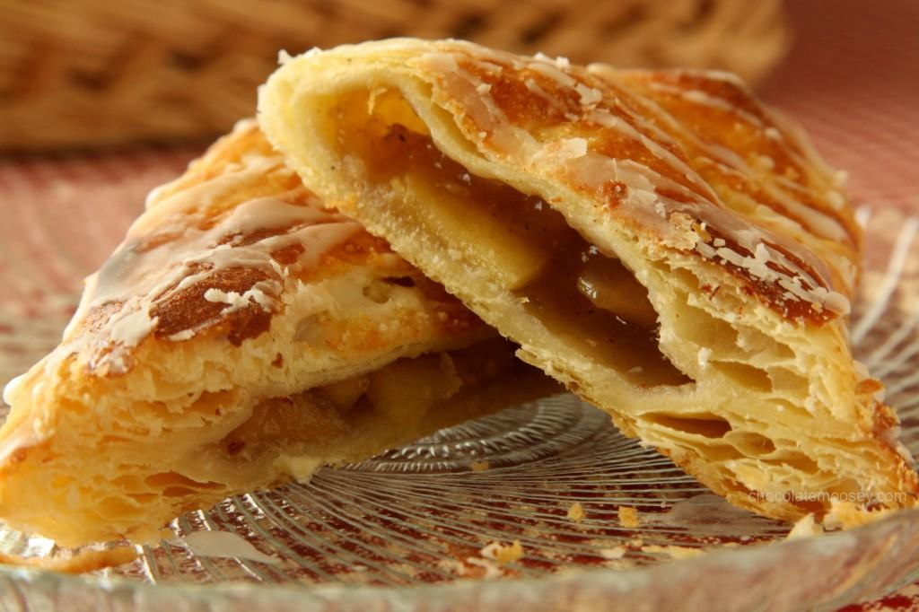 https://i0.wp.com/www.chocolatemoosey.com/wp-content/uploads/2012/09/Apple-Turnovers-9669-1024x682.jpg