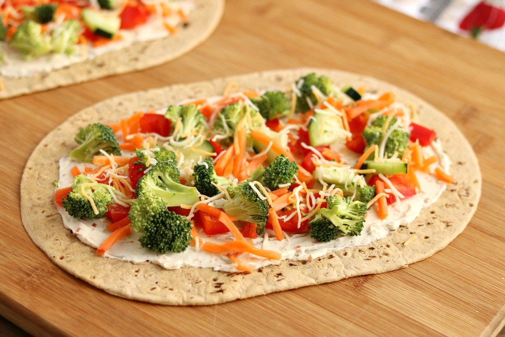 Cream Cheese Veggie Pizza {made with Flatout Flatbread}