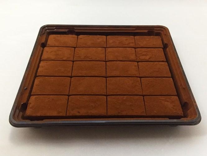 『ロイズ』の「生チョコマイルドミルク」ココアパウダーたっぷり
