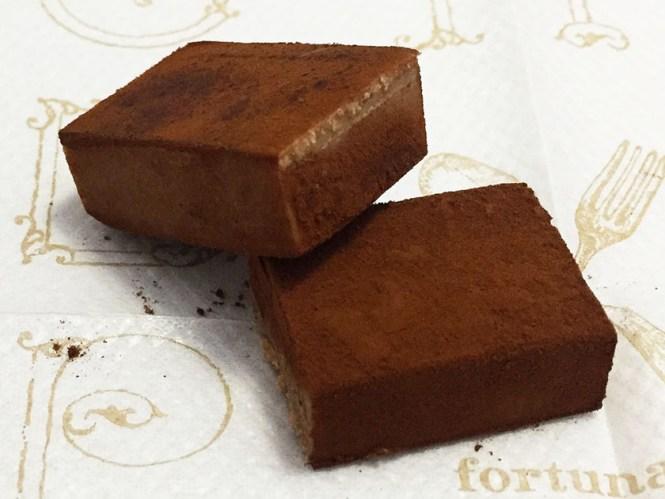 『ロイズ』の「生チョコマイルドミルク」ひと切れは大き目です