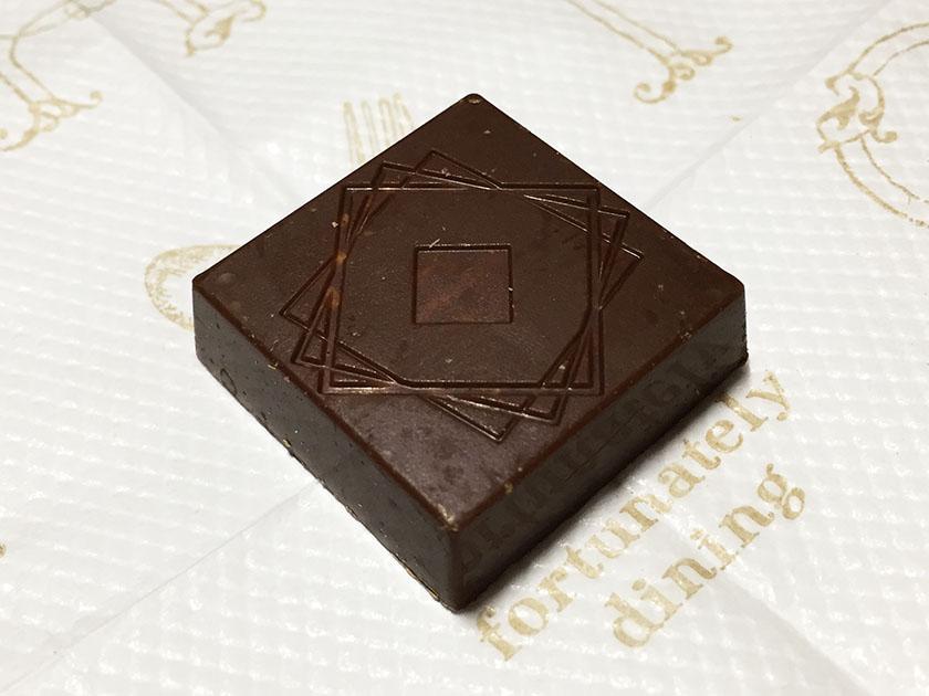 『ローソンセレクト』の「ルックゴーフレットチョコレート」四角いチョコ