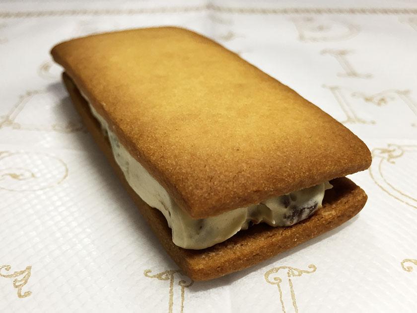『ローソンマチカフェ』の「レーズンサブレ」クリームたっぷり