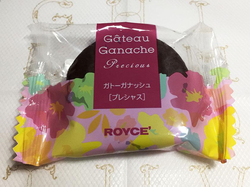 『ロイズ』の「ガトーガナッシュ[プレシャス]」お花の絵のついたパッケージ