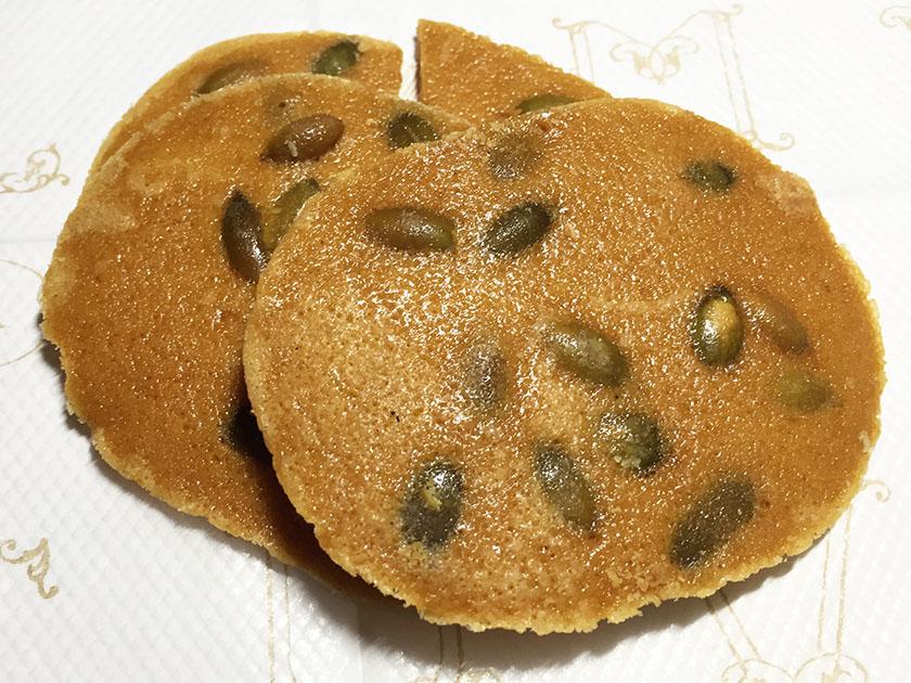 『御菓子司宝来軒』の「大ちゃん・麻ちゃん」パンプキンナッツ入り