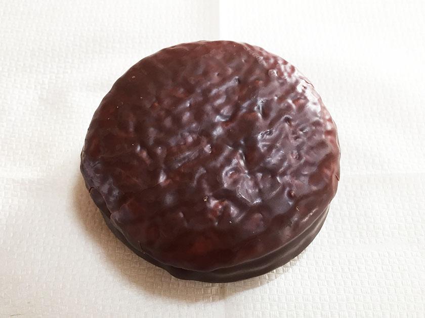『ロッテ×パブロ』の「チョコパイ<PABLO監修 和のチーズケーキ 京味仕立て>」オリジナルと変わらず