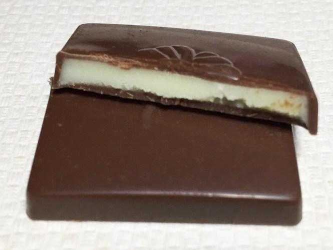 『ロッテ』の「シャルロッテ生チョコレートバニラ」複数種類のバニラクリーム