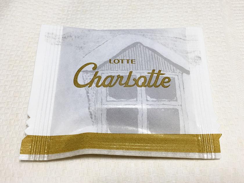 『ロッテ』の「シャルロッテ生チョコレートバニラ」高級感ありのゴールド系