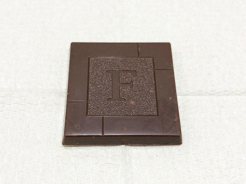 『不二家』の「ルック・カレ塩アーモンド」ふつうのチョコ?