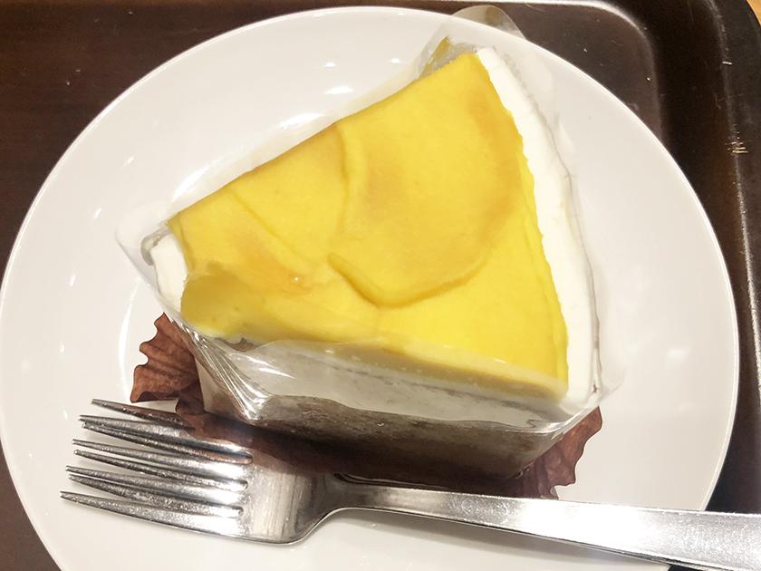 『スタバ』の「スイートポテトシフォンケーキ」
