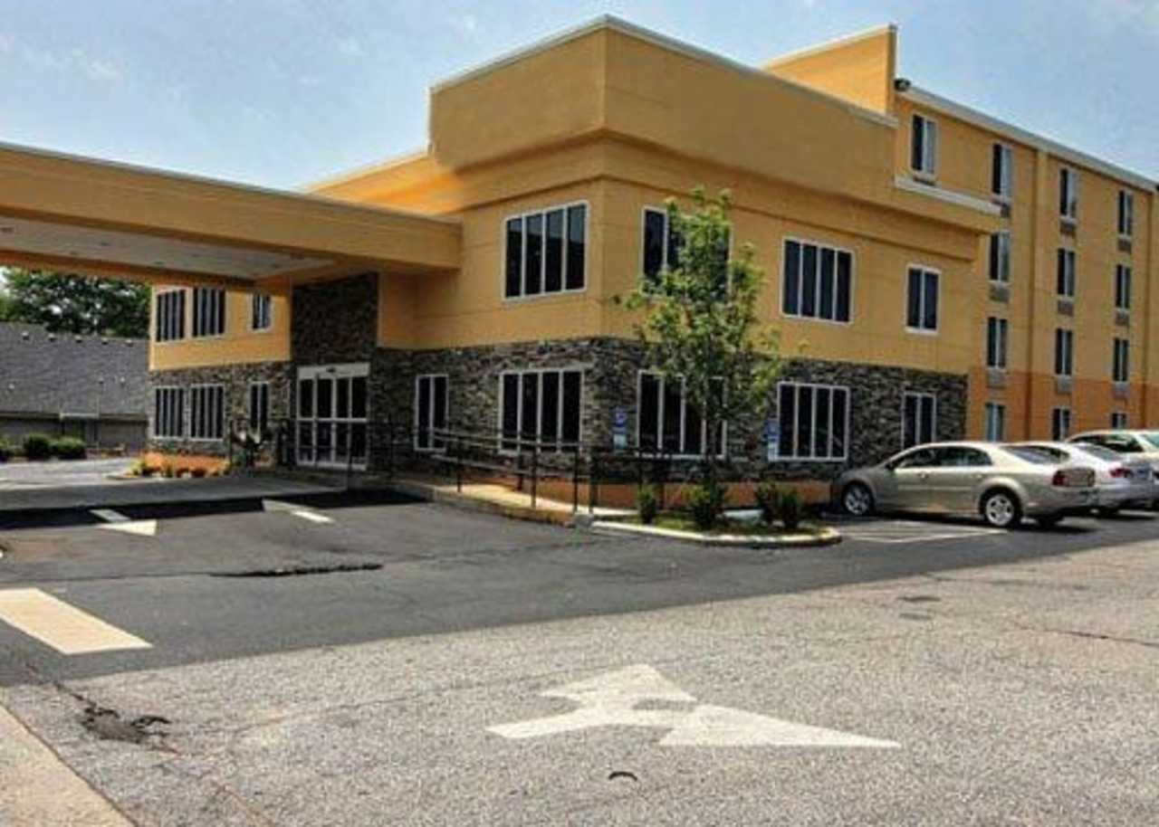 Quality Inn Suites Hotel In Greenville Sc Book Now