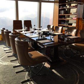 salon privé du Lounge Club utile pour les réunions discrètes