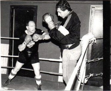 Rude séance de sparring-partner face au coriace et inusable Jean-Maurice Chanet, champion d'Europe des lourds 1990.