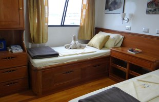Angelito Yacht cabin single beds