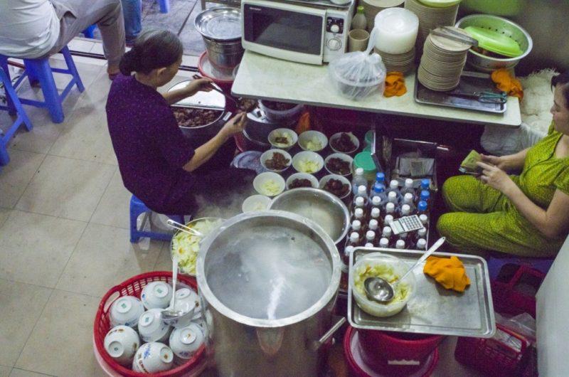 02 - 20170201.Bún-chả-Vietnamese-Grilled-Pork-Rice-Noodles_Resize-2-1.jpg