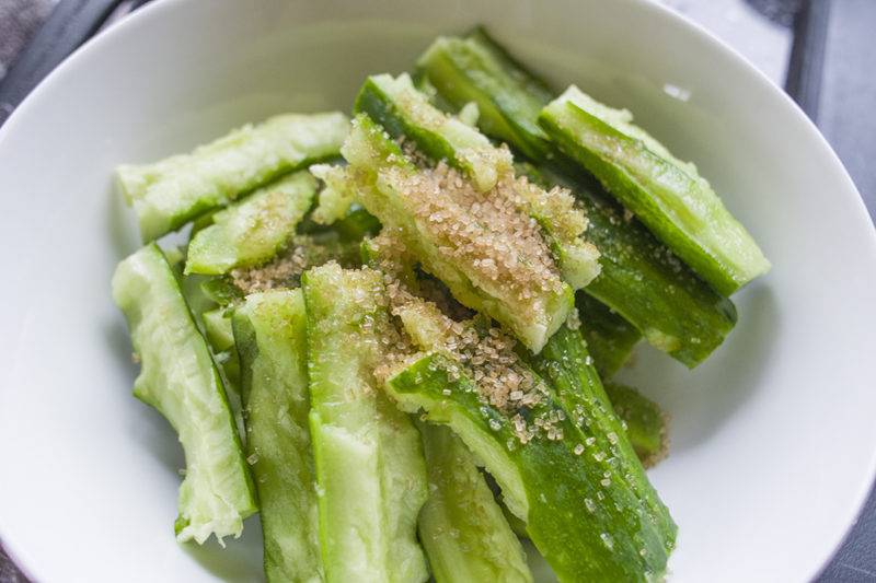 20170905.Cucumber-Salad-with-Sesame-Dressing-麻醬涼拌小黃瓜Resize-3.jpg