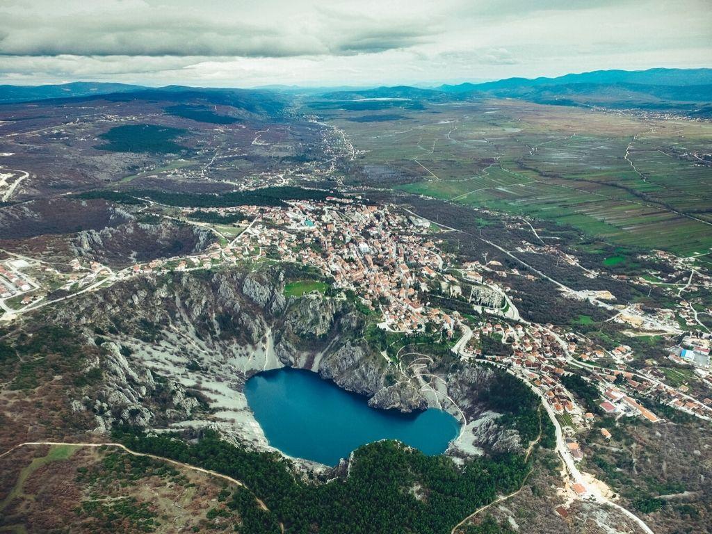 Modro jezero i okolica