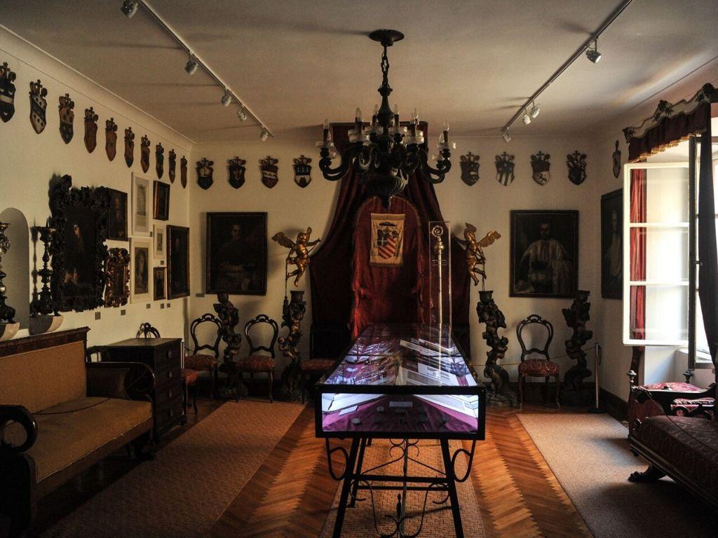 zbiory w Pałacu Biskupiego na Korčuli