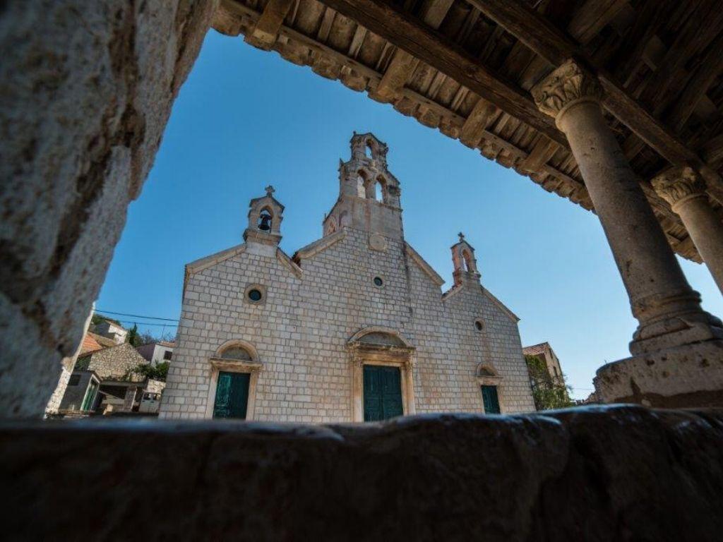 Kościół Crkva sv. Kuzme i Damjana na Lastovie