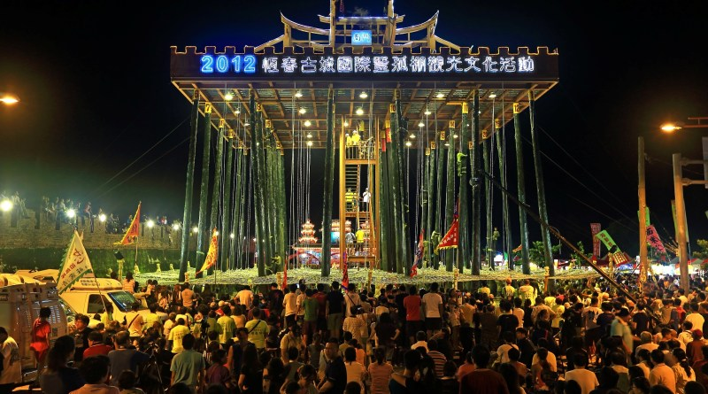 Picture from 2012 HengChun Pole Climbing Festival