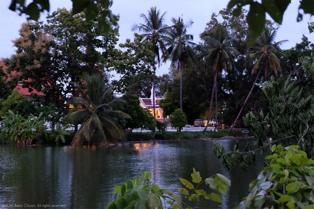Night: The pond surrounding Wat Traphang Thong
