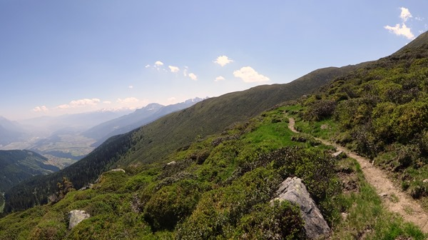 Singletrack, with the Kogele ridge in front, and the Inn valley in the background