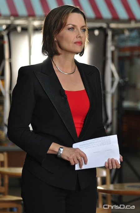 """Global National"" anchor and Winnipeg native Dawna Friesen delivers her newscast from The Forks on Tuesday, October 26, 2010. (MAURICE BRUNEAU / CHRISD.CA)"