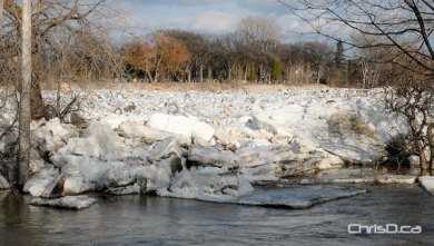 An ice jam that formed on the Red River near the Redwood Bridge Thursday has since broken up. (STAN MILOSEVIC / MANITOBAPHOTOS.COM)