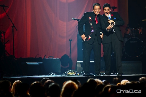 Hosts Lorne Cardinal and Kyle Nobess ham it up at the Aboriginal Peoples Choice Awards on Friday, November 4, 2011 at MTS Centre. (TED GRANT / CHRISD.CA)