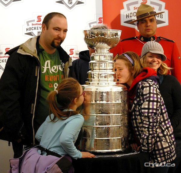 The Kayer family takes in the Stanley Cup at Festival du Voyageur on Monday, February 20, 2012. (STAN MILOSEVIC / CHRISD.CA)