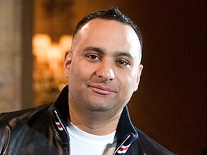 Russell Peters (HANDOUT)