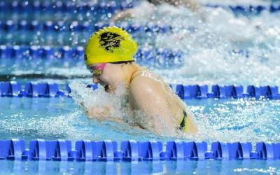 Bisons' Kelsey Wog Golden at Canada West Swimming Championships