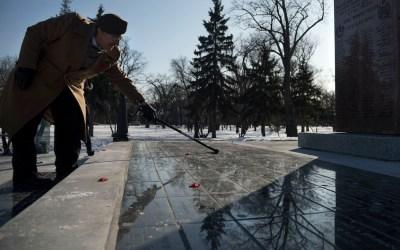 PHOTOS: Winnipeggers Pause to Remember at Vimy Ridge Memorial Park
